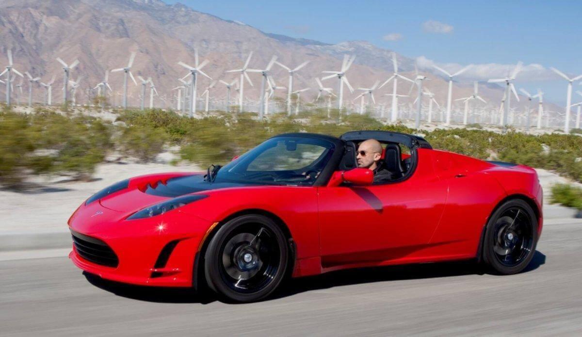 Tesla планирует построить родстер нового поколения.