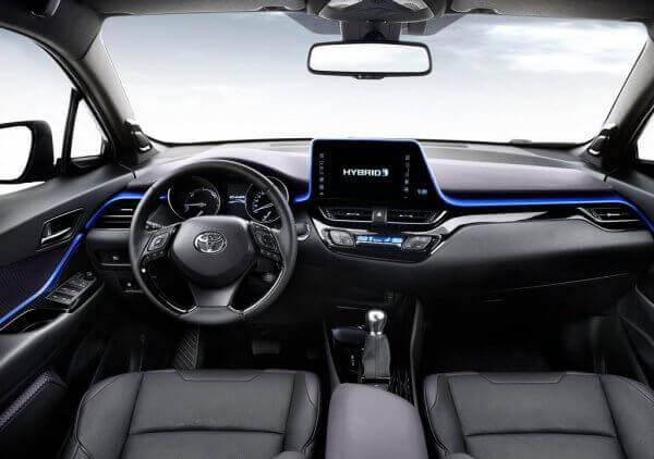 Новая Toyota C-HR салон