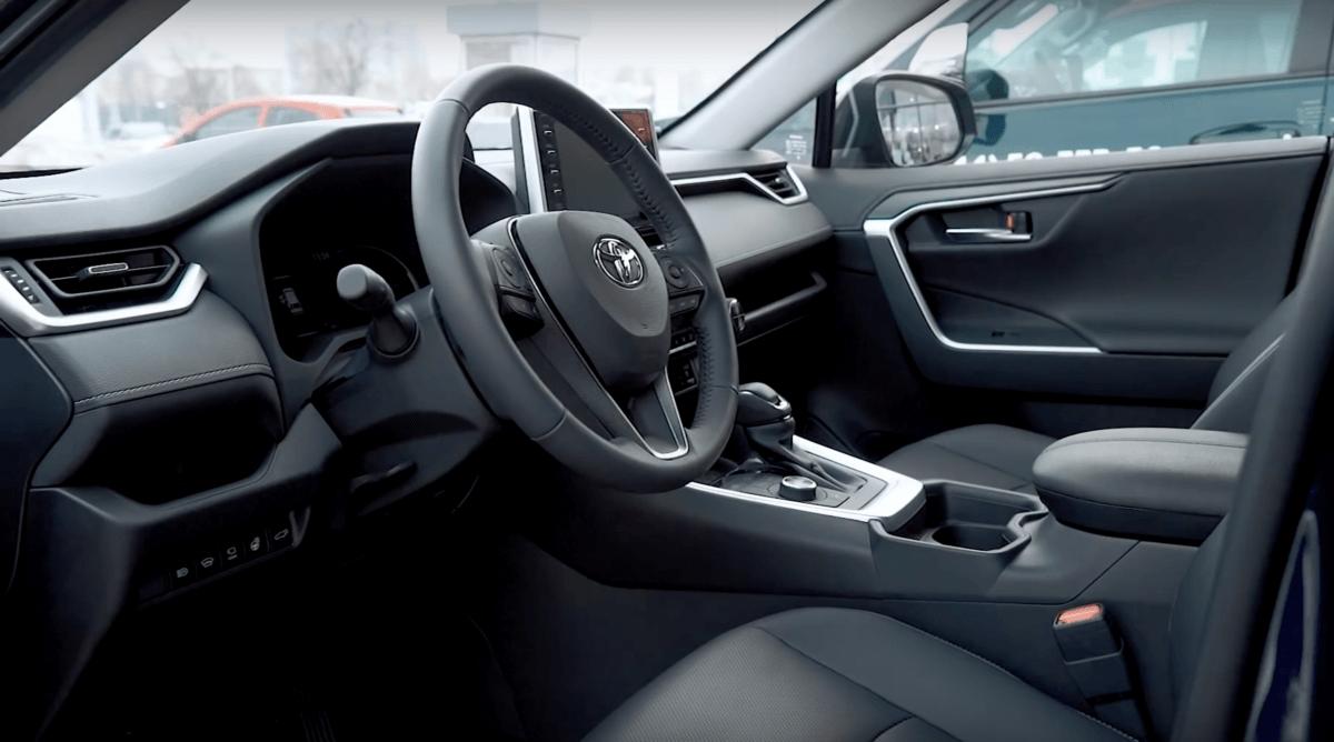 Toyota RAV 4 2019 руль
