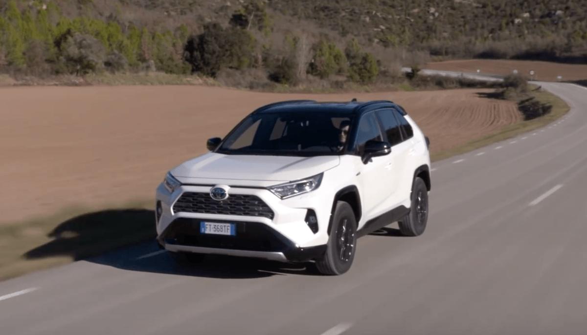 Новая Toyota RAV 4 2019 года