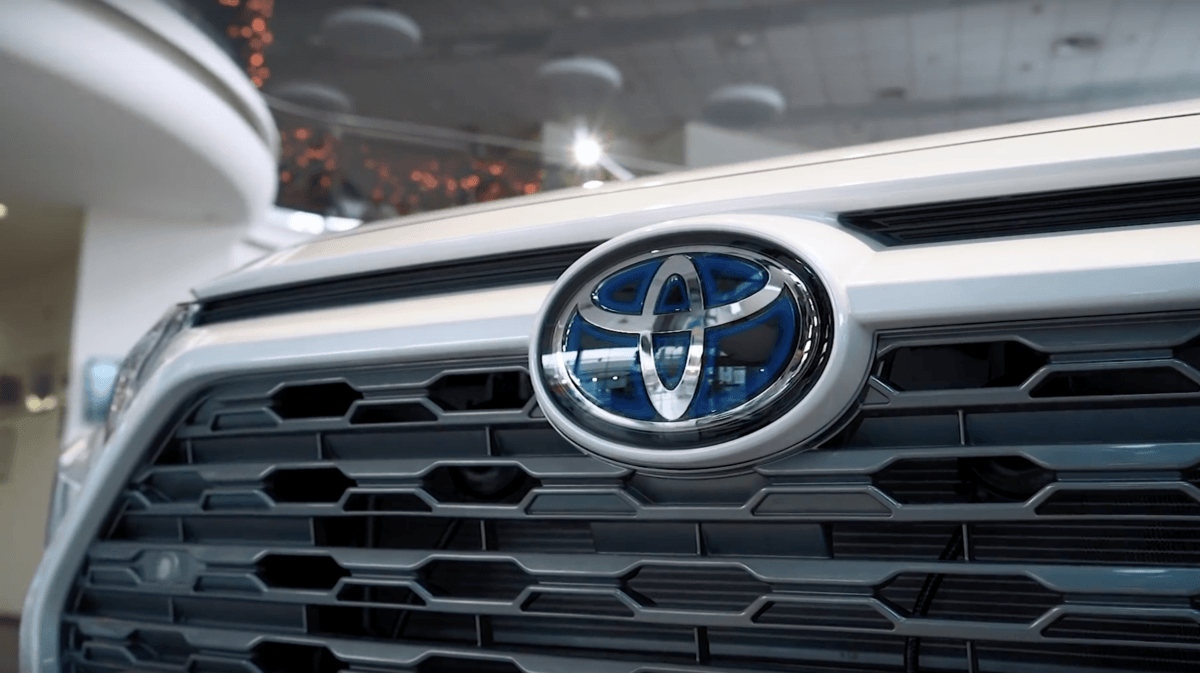 Toyota RAV 4 новая